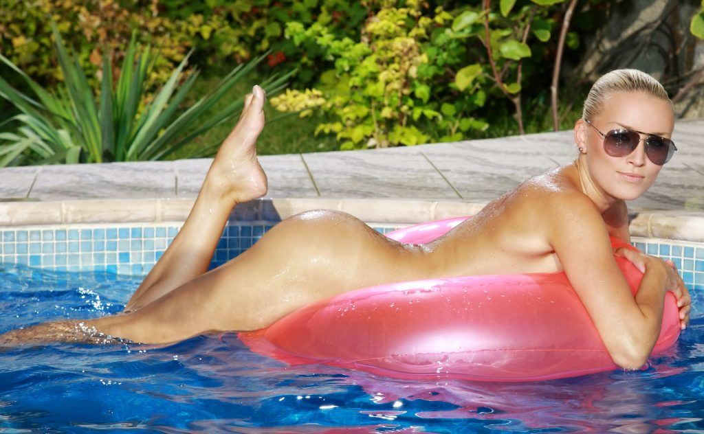 Blonde Nude - Cheap London Escorts